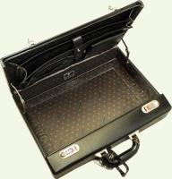 кейс из натуральной кожи Pierre Cardin PC943 черный, вид в раскрытом состоянии